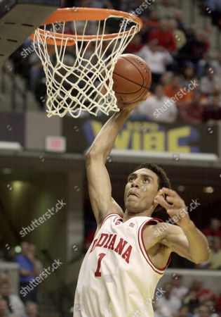 JEFFRIES Indiana sophomore forward Jared Jeffries goes up for a dunk against Iowa during the semifinals in the Big Ten Tournament in Indianapolis