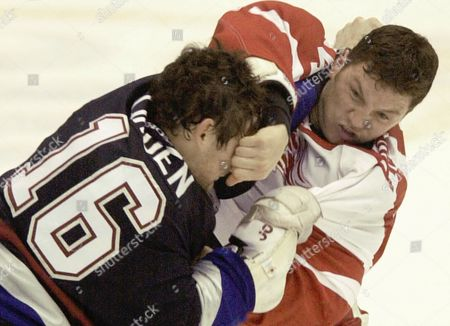 AVERY LINDEN Detroit Red Wings' Sean Avery and Vancouver Canucks' Trevor Linden (16) exchange punches during a first period brawl at Joe Louis Arena in Detroit