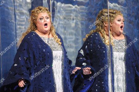 "VOIGT Deborah Voigt sings during a dress rehearsal of the new Herbert Wernicke production of Strauss' opera, ""Die Frau ohne Schatten,"", at the Metropolitan Opera in New York"