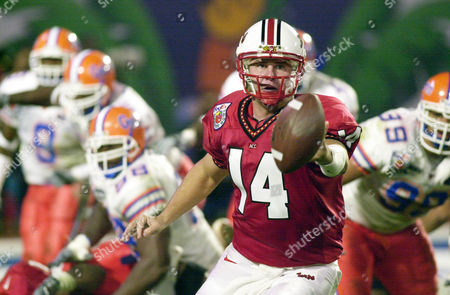 FLORIDA MARYLAND Maryland quarterback Shaun Hill pitches out to Marc Riley during first half action, at the 68th Orange Bowl at Pro Player Stadium in Miami
