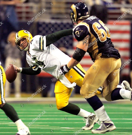 FAVRE YOUNG Green Bay Packers' quarterback Brett Favre (4) attempts to avoid St. Louis Rams' defensive end Brian Young (66) while trying to pass during the second quarter of their NFC divisional playoff game in St. Louis