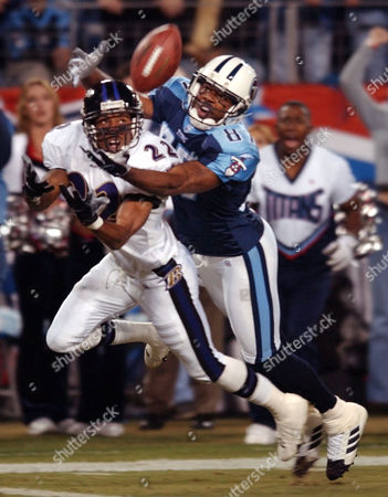 DYSON Baltimore Ravens' cornerback Duane Starks (22) tries unsuccessfully to intercept a pass intended for Tennessee Titans' wide receiver Kevin Dyson (87) in the first quarter, in Nashville, Tenn