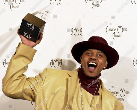 JONES Donell Jones shows off his award for favorite new soul or rhythm and blues artist at the 28th Annual American Music Awards in Los Angeles