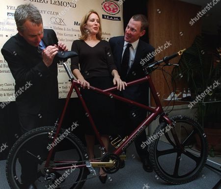 """Stock Image of LEMONDE ARMSTRONG REEVE Former Tour de France champion cyclist Greg LeMond, left, examines a bike Shaquille O'Neal donated to a celebrity bicycle auction attended by Dana Reeve, center, wife of Christopher Reeve, and Tour de France winner Lance Armstrong, right, in New York. The over-sized Cannondale bicycle that was made for Shaquille O'Neal and his 7'-1"""", 300lb frame, went for $1,500 at the event that paid tribute to LeMond and raised money for an organization that helps people with disabilities participate in sports"""