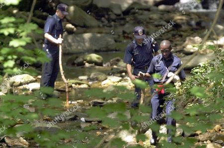 SIDER GLOVER BALDWIN Washington police, from left, Dennis Baldwin, Monir Sider and Brian Glover look for clues in Rock Creek Park in Washington in the search of missing intern Chandra Levy. FBI agents are sitting down with Rep. Gary Condit to create a profile of Levy they hope will help solve her disappearance