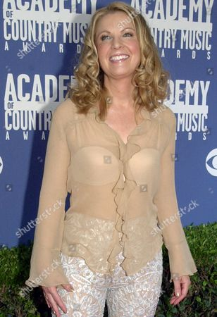 LOVELESS Country singer Patty Loveless arrives at the 36th annual Academy of Country Music Awards, in Los Angeles