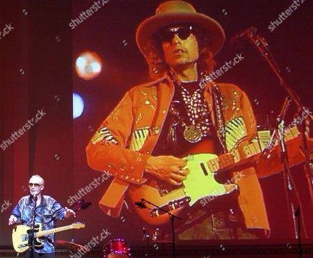 PARKER Graham Parker performs in front of an image of Bob Dylan during a tribute to Dylan, in New York. The event, in honor of Dylan's 60th birthday, which is May 24th, was a benefit for PEN, an international fellowship of writers, poets, editors, and playwrights