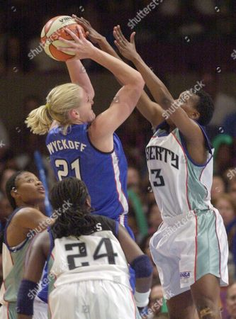 PHILLIPS New York Liberty's Crystal Robinson, right, blocks a shot by Orlando Miracle's Brooke Wyckoff in the second half in New York . Vickie Johnson, left, and Tari Phillips (24) defend for the Liberty. The Liberty won 72-60