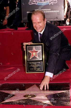 "GRAMMER Actor Kelsey Grammer, who plays Dr. Frasier Crane on the NBC comedy ""Frasier,"" and formerly an actor in the sitcom ""Cheers,"" smiles as he is honored with a star, on the Hollywood Walk of Fame in Los Angeles. The location of the star is in front of the Hollywood Entertainment Museum where the original ""Cheers"" bar set is displayed"