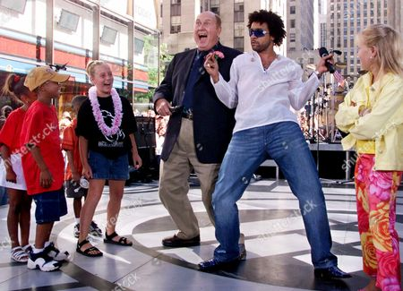 "SHAGGY SCOTT Today"" show weatherman Willard Scott, center left, gets a hip-shaking lesson from Shaggy, after the singer performed on the show in New York's Rockefeller Center as part of their Summer Concert series, . Children are not indentified"