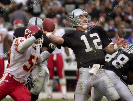 GANNON EDWARDS Oakland Raiders quarterback Rich Gannon passes in front of Kansas City Chiefs linebacker Donnie Edwards in the fourth quarter in Oakland, Calif