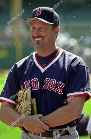 SABERHAGEN Boston Red Sox pitcher Bret Saberhagen smiles during batting practice prior to a game with the Oakland Athletics, in Oakland, Calif. Saberhagen, frustrated that injuries have prevented him from being the pitcher he once was, plans to retire at the end of the season. A two-time Cy Young winner, Saberhagen struggled with shoulder tightness in Boston's loss to Oakland on Tuesday night. The Red Sox put him on the disabled list the next day