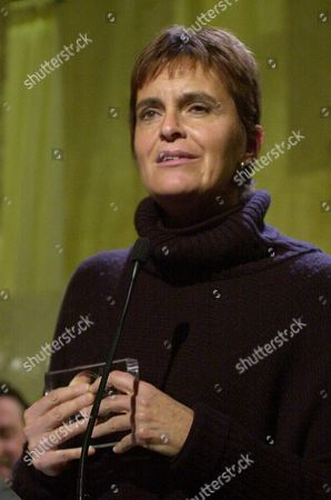"""NOVARO Maria Novaro, director/screenwriter for """"Without a Trace,"""" holds her Latin America cinema prize as she makes her acceptance speech at the Sundance Film Festival awards show, in Park City, Utah. The Mexican film is about a single mother and a smuggler of ancient art"""