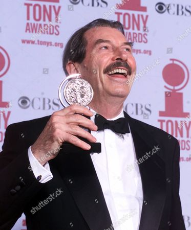 "EASTON Canadian born actor Richard Easton poses with his Tony award for Leading Actor in a Play for his work in ""The Invention of Love"" at the 55th annual Tony Awards ceremonies in New York"