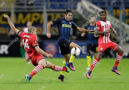 Inter Milan's Citadin Martins Eder, center, challenges for the ball with Southampton's Oriol Romeu, left, and Southampton's Cuco Martina during the Europa League group K soccer match between Inter Milan and Southampton at the San Siro stadium in Milan, Italy