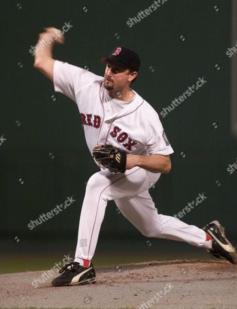 SABERHAGEN Boston Red Sox pitcher Bret Saberhagen pitches in the first inning during Game 4 of the American League Championship Series against the New York Yankees, at Fenway Park in Boston