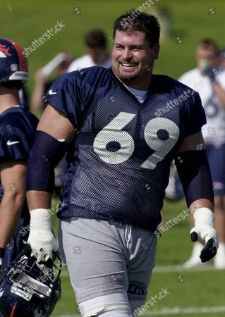 MARK SCHLERETH Denver Broncos guard Mark Schlereth jokes with teammates as he heads off the field during the team's practice at training camp in Greeley, Colo