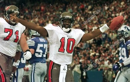 CAMPBELL Tampa Bay Buccaneers quarterback Shaun King (10) celebrates his first quarter touchdown with tackle Jerry Wunsch (71) as Detroit Lions' Stephen Boyd (57) and Lamar Campbell (39) walk away, in Pontiac, Mich