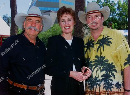 BELLAMY FRICKE Janie Fricke, center, joins the Bellamy Brothers Howard, left, and David, during a press reception for stars and presenters of the 35th annual Academy of Country Music awards, at the Universal Amphitheatre in Universal City, Calif. The awards will be presented Wednesday, May 3 on CBS