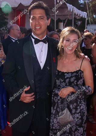 """RAY ANNA ROMANO Ray Romano, nominated for best actor in a comedy series for """"Everybody Loves Raymond,"""" arrives with his wife, Anna, for the 51st Annual Primetime Emmy Awards at the Shrine Auditorium in Los Angeles"""