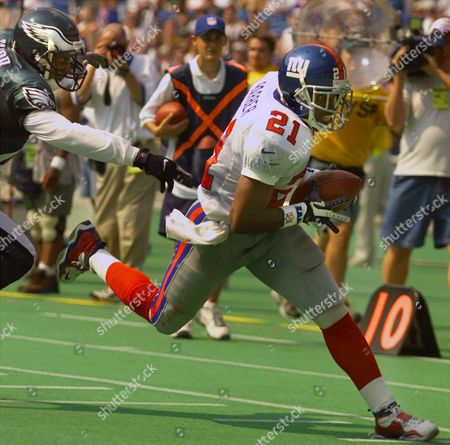 BARBER TAYLOR New York Giants running back Tiki Barber (21) slips past Philadelphia Eagles' Bobby Taylor to score a touchdown in the second quarter on a 31-yard run in Philadelphia