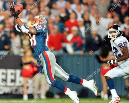 SPARKS New England Patriots wide receiver Terry Glenn (88) hauls in a 45-yard pass as New York Giants Phillippi Sparks can only watch, at Foxboro Stadium in Foxboro, Mass. Glenn's catch set-up a one-yard run for a Patriot touchdown