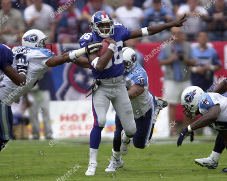 KILLE New York Giants wide receiver Ron Dixon (86) gets past Tennessee Titan defenders Michael Booker, left, Terry Killens (50) and Keith Bulluck (53) in the second quarter of the Giants' 28-14 loss to the Titans on in Nashville, Tenn