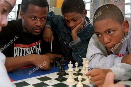 MAJORS Chess grand master Maurice Ashley, second left, looks on with 9-year-old Douglas Banks, as 8-year-old Aristoteles Rivas, left, and 10-year-old Eliot Majors, engage in a game of chess at the Harlem Chess Center in New York, . Ashley, the world's first and only black grand master of chess, is helping bring an elite game played predominantly by whites to crowds of minority kids