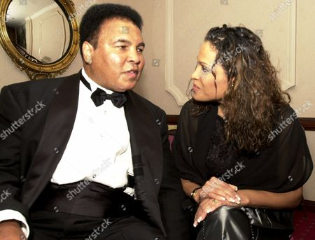ALI ALI-WALSH Boxing legend Muhammad Ali and his daughter, Rasheda Ali-Walsh, spend time before the National Italian American Foundation dinner at the Washington Hilton, in Washington. Ali and former manager-trainer Angelo Dundee were honored at the banquet with the Year 2000 NIAF One America Award