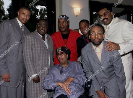 "CEDRIC Richard Pryor is surrounded by the director, producer and the cast of the film ""The Original Kings of Comedy,"" from left to right, producer Walter Latham, Cedric ""the Entertainer,"" Paul Mooney, D.L. Hughley, director Spike Lee, and Steve Harvey, prior to film's screening at Paramount studios in Los Angeles on . Mooney is a comedian and writer who arrived with Richard Pryor"