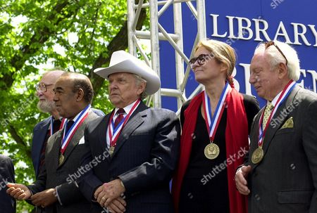 "STERN Among the 34 honored by the Library of Congress for their contributions to ""American life,"" in Washington, are, from left, Pete Seeger, Bobby Short, Ralph Stanley, Gloria Steinem and Isaac Stern"
