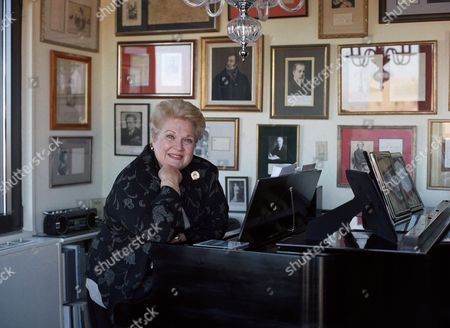 Stock Photo of Marilyn Horne Opera singer Marilyn Horne poses at her New York apartment, . Horne, who sang her last fully classical recital on November 28 in Chicago, says she plans to continue singing recitals of lighter music, at benefits and with other singers