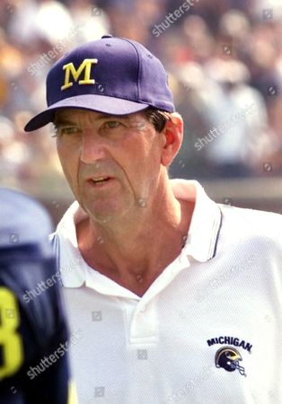 CARR Michigan coach Lloyd Carr, shown during the game against Bowling Green in Ann Arbor, Mich., is preparing his team for Rice next weekend in Ann Arbor. Carr said Monday, Sept. 4, 2000, that tight end Shawn Thompson is out for the season with an injured left knee. Also, defensive end Jake Frysinger is out indefinitely after reinjuring the right foot he broke last season