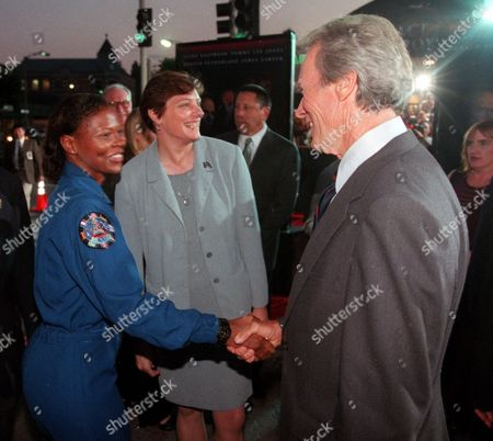 "CAGLE CLARK EASTWOOD NASA astronaut Yvonne Cagle, second left, and scientist Kathryn Clark, left, who served as technical advisers, greet Clint Eastwood, director, producer and one of the stars of the new Warner Bros. adventure film ""Space Cowboys,"" at the premiere, in the Westwood section of Los Angeles. Clark, Cagle and other scientists and researchers are helping Hollywood actors and filmmakers make sci-fi movies as realistic as possible"