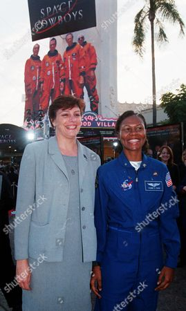 "CLARK CAGLE NASA researcher Kathryn Clark, left, and astronaut Yvonne Cagle pose together at the premiere of the new Warner Bros. adventure film ""Space Cowboys,"" for which they were technical consultants, in the Westwood section of Los Angeles. Clark, Cagle and other scientists and researchers are helping Hollywood actors and filmmakers make sci-fi movies as realistic as possible"