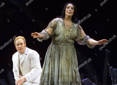 "LEECH VILLARROEL Richard Leech as Faust, and Veronica Villarroel as Marghertia, perform together during a, rehearsal for ""Mefistofele"" at New York's Metropolitan Opera. Boito's ""Mefistofele"" returns after an absence of 75 years"