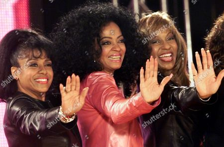 "Stock Picture of PAYNE ROSS LAURENCE Diana Ross, center, poses with two of the former ""Supremes,"" Scherrie Payne, left, and Lynda Laurence during a press conference at New York's Grand Central Terminal to announce that the threesome will reunite for a ""Return To Love"" tour to perform the songs Ross made famous three decades ago. The tour will kick off in Philadelphia on June 14th and will continue through mid-August"