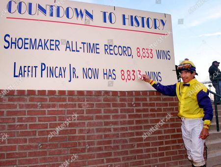 PINCAY Laffit Pincay Jr. changes the number on a billboard to 8,833 to equal Bill Shoemaker's all time win record, at Hollywood Park in Inglewood, Calif