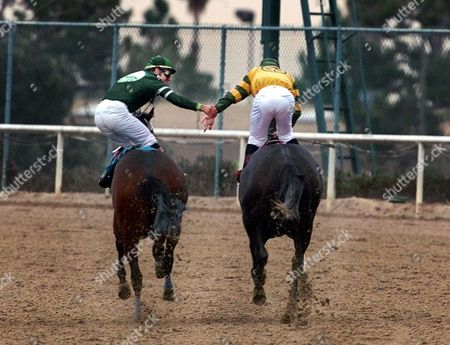 PINCAY VALENZUELA Laffit Pincay Jr., right, gets a hand shake from fellow jockey Patrick Valenzuela after Pincay tied Bill Shoemaker's record of 8,833 victories, at Hollywood Park in Inglewood, Calif