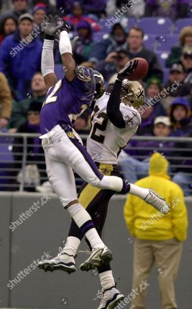 STARKS KENNISON Baltimore Ravens' Duane Starks, left, breaks up the pass intended for New Orleans Saints' Eddie Kennison, right, during the second quarter, in Baltimore