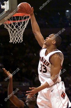 THOMAS Syracuse's Etan Thomas (33) dunks the ball during the first half against Georgetown in their quarter-final game in the Big East Championship, in New York