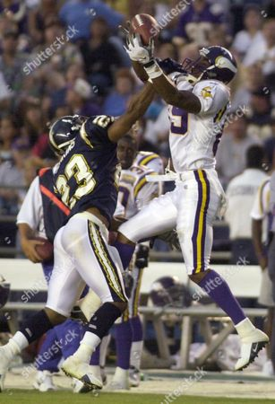 HATCHETTE Minnesota Vikings' receiver Matthew Hatchette, right, and San Diego Chargers DeRon Jenkins battle for a pass during the second quarter of their game in San Diego. The ball fell incomplete but Jenkins was called for illegal contact on the play