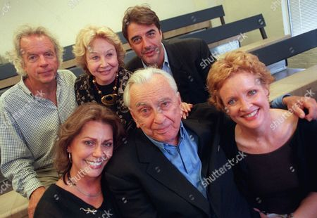 "NOTH Cast members of ""The Best Man"" pose with author Gore Vidal in New York, . The revival of Vidal's 1960 political thriller opens Sept. 17 at Broadway's Virginia Theater. Front, from left, are Elizabeth Ashley, Vidal, and Christine Ebersole. At rear are Spalding Gray, Michael Learned, and Chris Noth"