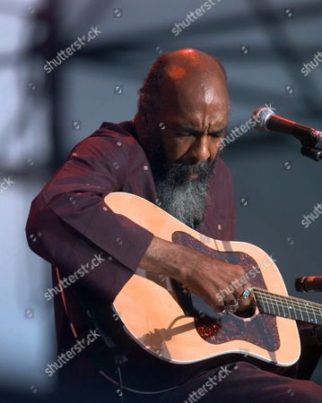 HAVENS WOODSTOCK Richie Havens, who played at the original Woodstock, plays, at the Day in the Garden concert in Bethel, N.Y. Havens and others who were at Woodstock 30 years ago came back for an anniversary concert at the original site