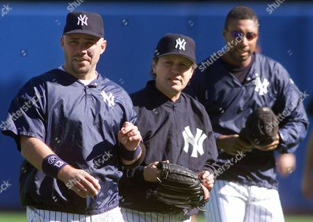 LEYRITZ CRYSTAL WILLIAMS Comedian Billy Crystal, center, joins New York Yankees' Jim Leyritz, left, and Bernie Williams for a workout at Yankee Stadium in New York . The American League Champions face the Atlanta Braves in the World Series with Game 1 in Atlanta on Saturday