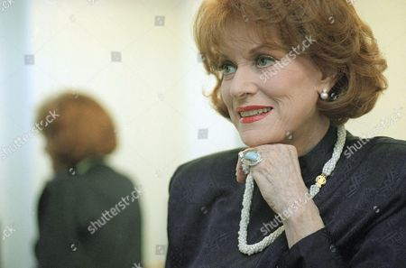Maureen O?Hara Actress Maureen O?Hara is photographed in a dressing room before her appearance on the ?Tom Snyder Show? at CBS Studios in Los Angeles, . O?Hara, the star of the 1947 yuletide classic, ?Miracle on 34th Street,? appears in a quirky movie,? Cab to Canada,? in CBS on Sunday, November 29