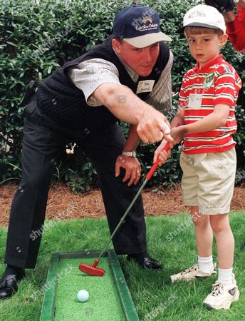 FRIEND WARREN Six-year-old Charles Warren gets some putting advice from professional golfer Bob Friend during a stopover at Egleston Childrens Hospital in Atlanta . Friend and other PGA golfers are in Atlanta for the BellSouth Classic which begins Thursday April 1