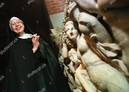 BECKETT Sister Wendy Beckett, a Roman Catholic nun of the Sisters of Notre Dame, who lives in Colinton, England, and is a well-known art critic, stands near an unidentified sarcophagus at the Isabella Stewart Gardner Museum in Boston