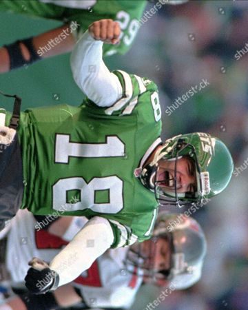 LUCAS New York Jets quarterback Ray Lucas celebrates after replacing Neil O'Donnell for one play and running an option for a one yard gain and a first down during the first quarter against the Tampa Bay Buccaneers, at Giants Stadium in East Rutherford, N.J. The Jets won 31-0
