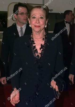 """MONTENEGRO Fernanda Montenegro, nominated for Best Performance by an Actress in a Motion Picture Drama """"Central Station,"""" arrives at the 56th annual Golden Globes in Beverly Hills, Calif"""